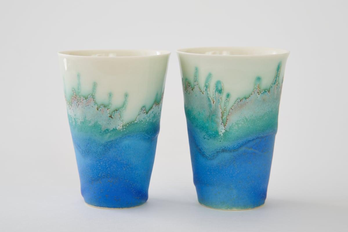 Deux tasses en porcelaine émaillé en bleu de Sandrine Baillon
