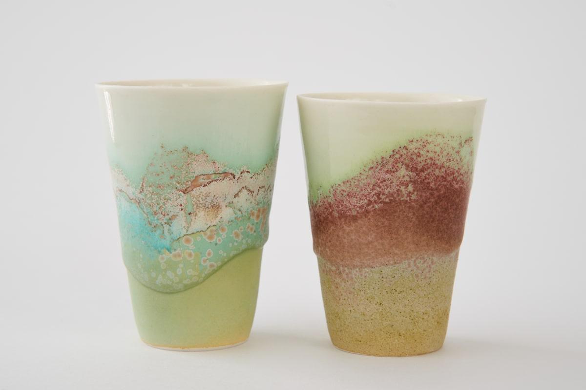 Deux tasses en porcelaine émaillé de Sandrine Baillon